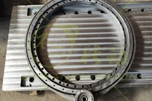 High precision same direction flange spur gear slew drive test and loading experiment