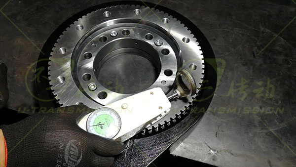 What is the core turning component of the spur gear slewing drive?