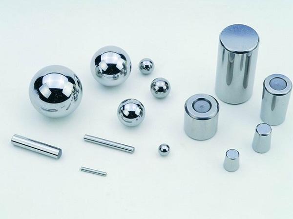 rolling elements in slewing bearings